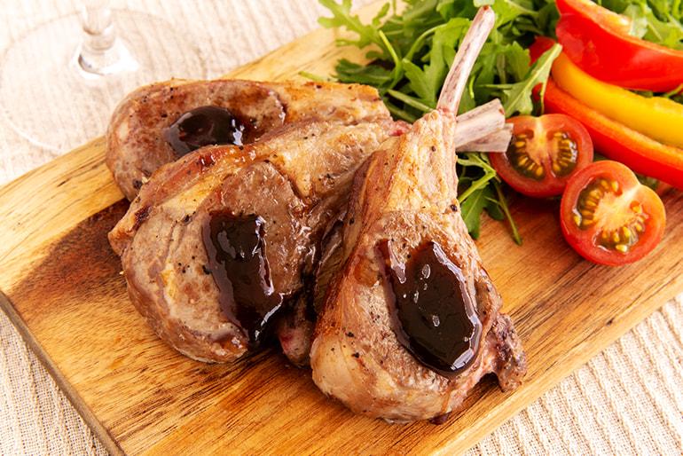 ラムチョップ(骨付きステーキ肉) – なみかた羊肉店