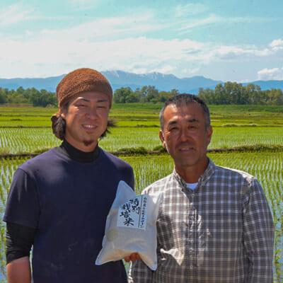 親子二人三脚で米作りに取り組む