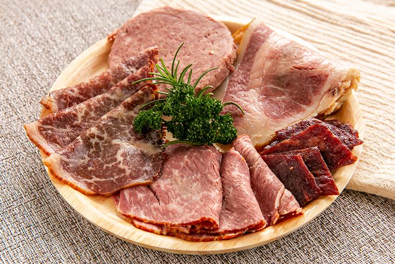 牛肉専門店、肉のプロが手掛ける「黒毛和牛の燻製」