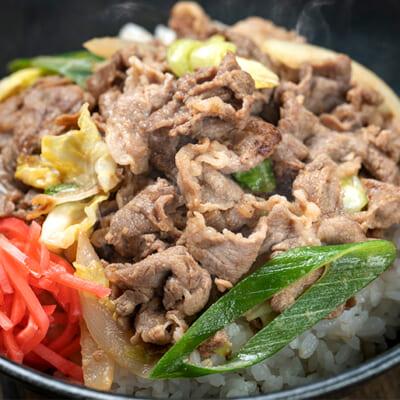 香ばしい味噌タレと野菜の甘みが肉の旨みを引き立てます