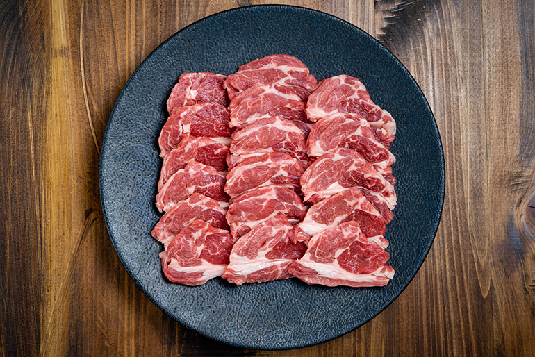 長年培われた、職人の目利きで厳選された羊肉