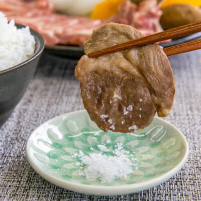 シンプルな味付けが、肉の旨味を引き立てます