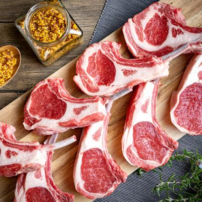 長年培われた職人の目利きで厳選された羊肉
