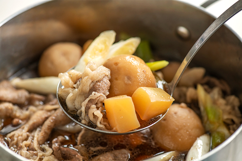 本場の芋煮で、贅沢な「山形牛」を堪能!